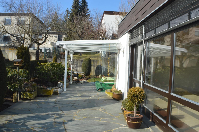 exklusive erdgescho wohnung mit gro en garten garage und sauna kroll immobilien schweinfurt. Black Bedroom Furniture Sets. Home Design Ideas
